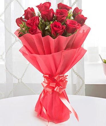 12 adet kırmızı gülden modern buket  Adıyaman çiçek yolla