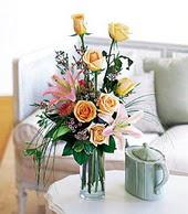 Adıyaman çiçek , çiçekçi , çiçekçilik  cam yada mika vazo içerisinde gül kazablanka