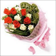 5 kirmizi 5 beyaz güllerden   Adıyaman online çiçek gönderme sipariş
