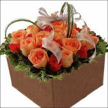 kare sandikta 11 gülllerden   Adıyaman çiçekçi mağazası