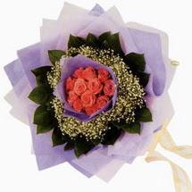 12 adet gül ve elyaflardan   Adıyaman çiçekçi mağazası