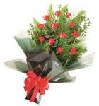 12 adet kirmizi gül buketi   Adıyaman çiçekçi mağazası
