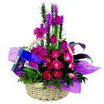 çikolata ve sepette çiçek   Adıyaman çiçek gönderme sitemiz güvenlidir