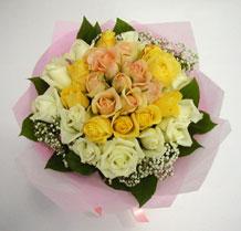 sari ve beyaz gül karisimda   Adıyaman çiçek , çiçekçi , çiçekçilik