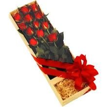 kutuda 12 adet kirmizi gül   Adıyaman çiçek yolla
