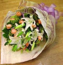 Adıyaman internetten çiçek satışı  11 ADET GÜL VE 1 ADET KAZABLANKA