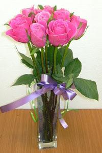 cam vazo içerisinde 11 adet gül  Adıyaman internetten çiçek satışı
