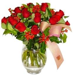 Adıyaman çiçekçi mağazası  11 adet kirmizi gül  cam aranjman halinde