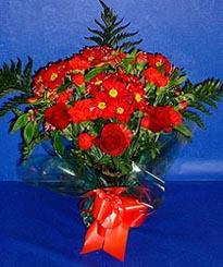 Adıyaman hediye çiçek yolla  3 adet kirmizi gül ve kir çiçekleri buketi