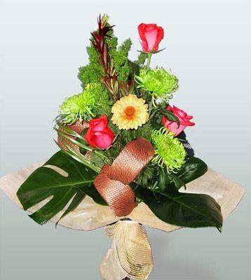 Adıyaman ucuz çiçek gönder  3 adet gül 4 adet gerbera çiçegi sade buket