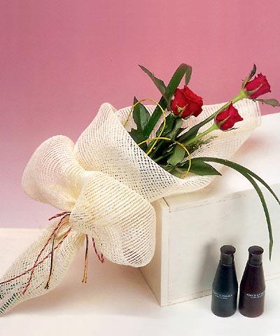 3 adet kalite gül sade ve sik halde bir tanzim  Adıyaman internetten çiçek siparişi