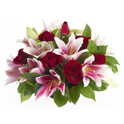 güller ve kazablnaklardan aranjman  Adıyaman anneler günü çiçek yolla