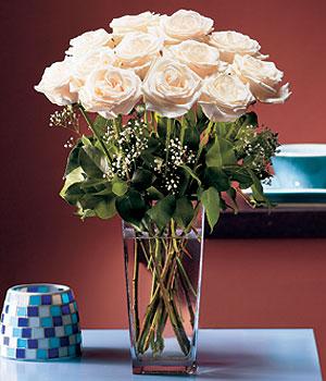 Adıyaman hediye sevgilime hediye çiçek  Cam yada mika vazo içerisinde 12 gül