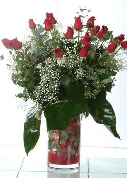 Adıyaman güvenli kaliteli hızlı çiçek  11 adet kirmizi gül ve cam yada mika vazo tanzim