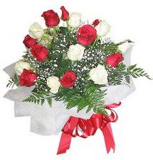 Adıyaman çiçek , çiçekçi , çiçekçilik  12 adet kirmizi ve beyaz güller buket
