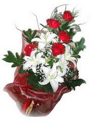 Adıyaman kaliteli taze ve ucuz çiçekler  5 adet kirmizi gül 1 adet kazablanka çiçegi buketi