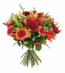 Adıyaman çiçek gönderme  3 adet kirmizi gül ve karisik kir çiçekleri demeti