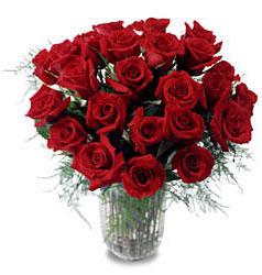 Adıyaman çiçek gönderme sitemiz güvenlidir  11 adet kirmizi gül cam yada mika vazo içerisinde