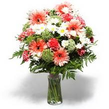 Adıyaman çiçekçiler  cam yada mika vazo içerisinde karisik demet çiçegi