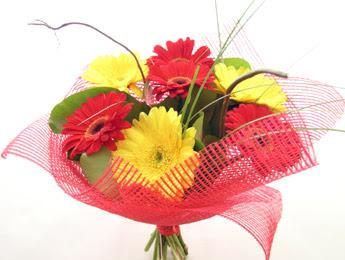9 adet gerbera çiçeklerinden buket  Adıyaman çiçek satışı