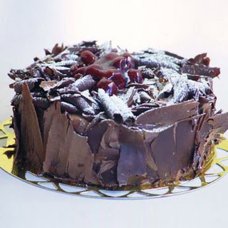 pasta yolla 4 ile 6 kisilik visneli çikolatali yas pasta  Adıyaman çiçek siparişi sitesi