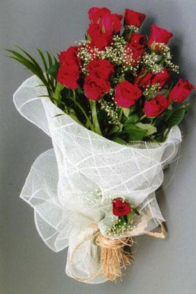 10 adet kirmizi güllerden buket çiçegi  Adıyaman yurtiçi ve yurtdışı çiçek siparişi