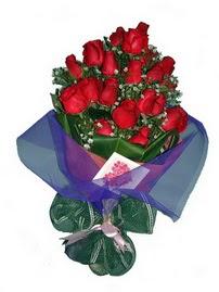 12 adet kirmizi gül buketi  Adıyaman online çiçek gönderme sipariş