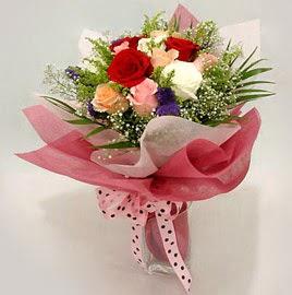 Karisik renklerde 11 adet gül buketi  Adıyaman çiçek gönderme