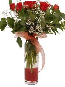 Adıyaman uluslararası çiçek gönderme  11 adet kirmizi gül vazo çiçegi
