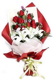 Adıyaman hediye çiçek yolla  9 adet gül 2 adet kazablanka buketi