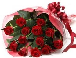 Adıyaman anneler günü çiçek yolla  10 adet kipkirmizi güllerden buket tanzimi