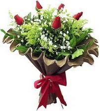 Adıyaman online çiçek gönderme sipariş  5 adet kirmizi gül buketi demeti