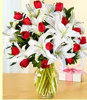 Adıyaman çiçek siparişi sitesi  3 kazablanka 10 kırmızı gül vazosu