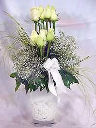 Adıyaman online çiçek gönderme sipariş  9 adet vazoda beyaz gül - sevdiklerinize çiçek seçimi