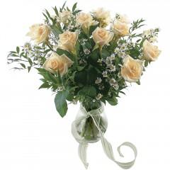 Vazoda 8 adet beyaz gül  Adıyaman 14 şubat sevgililer günü çiçek