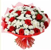 11 adet kırmızı gül ve beyaz kır çiçeği  Adıyaman internetten çiçek satışı