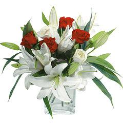 vazo içerisinde 4 gül 1 adet kazablanka  Adıyaman online çiçek gönderme sipariş