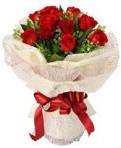 12 adet kırmızı gül buketi  Adıyaman anneler günü çiçek yolla