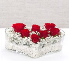 kalp içerisinde 7 adet kırmızı gül  Adıyaman çiçek siparişi vermek