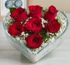Kalp içerisinde 7 adet kırmızı gül  Adıyaman çiçek gönderme sitemiz güvenlidir