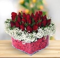 15 kırmızı gülden kalp mika çiçeği  Adıyaman çiçek satışı
