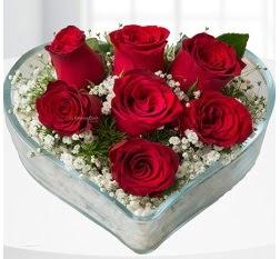 Kalp içerisinde 7 adet kırmızı gül  Adıyaman çiçek servisi , çiçekçi adresleri