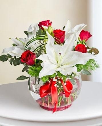 Fanus Vazoda 2 Lilyum ve 5 Gül Dansı  Adıyaman çiçek gönderme