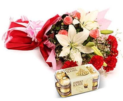 Karışık buket ve kutu çikolata  Adıyaman çiçek , çiçekçi , çiçekçilik